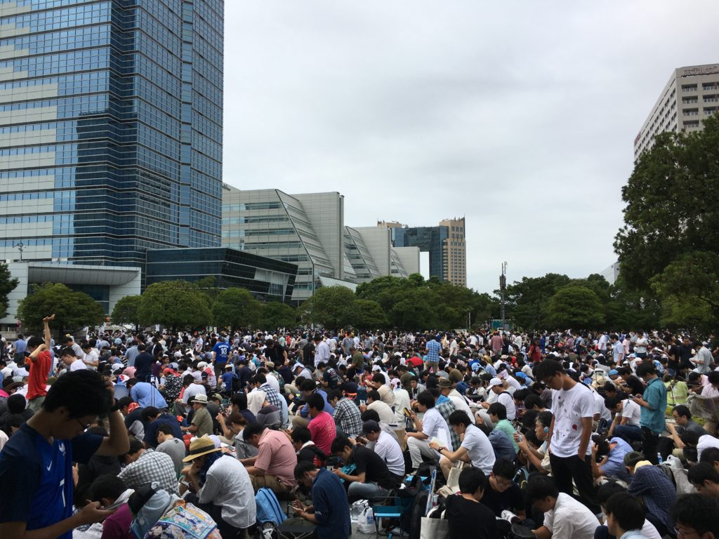 comiket 90 crowds in line